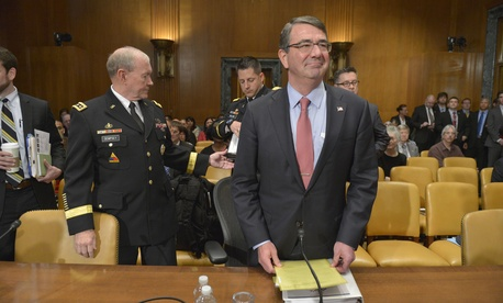 Secretary of Defense Ash Carter glances around the room as he and Chairman of the Joint Chiefs of Staff Army Gen. Martin Dempsey prepare to testify before the Senate Appropriations Committee's defense subcommittee, in Washington, D.C., May 6, 2015.