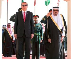 Turkey's President Recep Tayyip Erdogan meets with Saudi King Salman during a ceremony in Riyadh, on March 2, 2015.