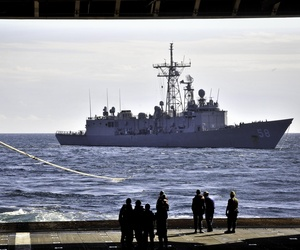The Oliver Hazard Perry-class guided-missile frigate USS Samuel B. Roberts (FFG 58) conducts a towing exercise with the amphibious transport dock ship USS New York (LPD 21).