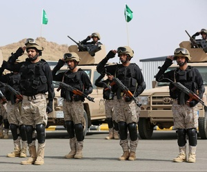 "Royal Saudi Land Forces and units of Special Forces of the Pakistani army take part in a joint military exercise called ""Al-Samsam 5"" in Shamrakh field, north of Baha region, southwest Saudi Arabia, Monday, March 30, 2015."