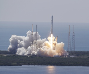 The SpaceX Falcon 9 rocket and Dragon spacecraft lifts off from Space Launch Complex 40 at the Cape Canaveral Air Force Station in Cape Canaveral, Fla., Sunday, June 28, 2015.