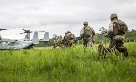 Marines with the 26th Marine Expeditionary Unit sprint to an MV-22B Osprey aircraft during a Tactical Recovery of Aircraft and Personnel exercise, aboard Camp Lejeune, North Carolina, June 5, 2015.