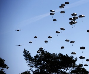 Paratroopers take part in an exercise of the U.S. Army Global Response Force in Hohenfels, Germany, Aug. 26, 2015.