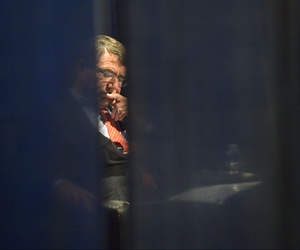 Defense Secretary Ash Carter backstage before addressing the American Legion Convention, in Baltimore, Md., Sept. 1, 2015.