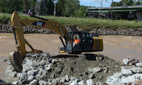 U.S. Soldiers from the South Carolina Army National Guard and civilian employees work together to prepare the Columbia Canal for the construction of a new dam during a statewide flood response, Oct. 6, 2015.