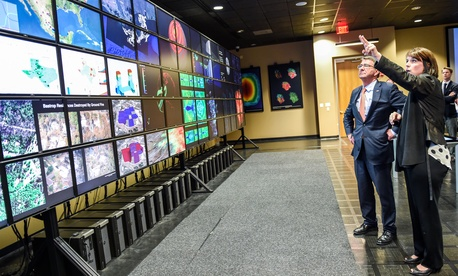 Secretary of Defense Ash Carter tours Texas Advanced Computing Center and Visualization Lab, March 31, 2016.