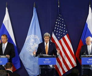 Russian Foreign Minister Sergei Lavrov, left, U.S. Secretary of State John Kerry, center, and and United Nations special envoy on Syria Staffan de Mistura, during Syria talks in Vienna, May 17, 2016.