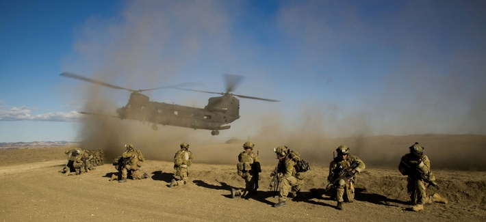 U.S. Army Rangers assigned to the 2nd Battalion, 75th Ranger Regiment prepare for extraction on a CH-47 Chinook helicopter aircraft during task force training at Camp Roberts, Calif., Feb. 1, 2014.