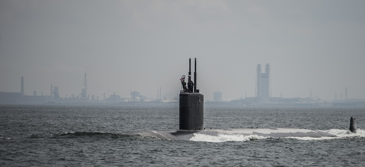 The Los Angeles-class attack submarine USS Columbus (SSN-762) pulls into port at Fleet Activities Yokosuka, May 8, 2014.