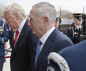 U.S. Defense Secretary Jim Mattis, right, and U.S. President Donald Trump walk into the Pentagon in Washington, Jan. 27, 2017.