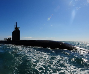 he Los Angeles-class attack submarine USS Scranton (SSN 756) pulls into Augusta Bay, Sicily, to receive supplies and personnel.