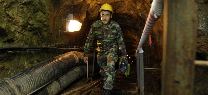 A South Korean soldier visits the 2nd Underground Tunnel for security sightseeing against North Korea near the demilitarized zone (DMZ) that separates the two Koreas since the Korean War, in Cheorwon, northeast of Seoul, South Korea, Sept. 18, 2008