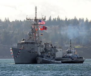 The Oliver Hazard Perry-class frigate USS Rodney M. Davis (FFG 60) returns to homeport at Washington state's Naval Station Everett, Dec. 19, 2014, ahead of decommissioning in 2015.