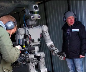 The FEDOR robot is trained to shoot guns.