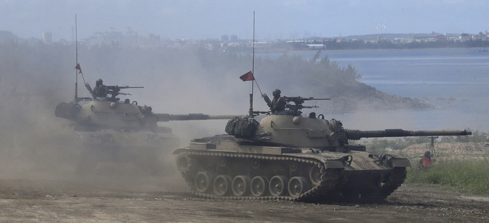 Taiwan's military M109 self-propelled Howitzers move during the annual Han Kuang exercises in Pingtung County, Southern Taiwan, Thursday, May 30, 2019.