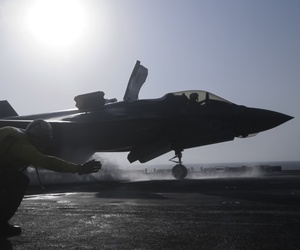 U.S. Navy Petty Officer 1st Class Rey White, an aviation boatswains mate handler with the Essex Amphibious Ready Group (ARG), launches an F-35B Lightning II with Marine Fighter Attack Squadron 211, 13th Marine Expeditionary Unit (MEU).