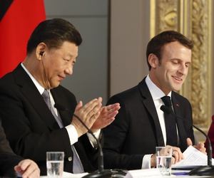 French President Emmanuel Macron, center, Chinese President Xi Jinping and German Chancellor Angela Merkel hold a press conference at the Elysee presidential palace in Paris, Tuesday, March 26, 2019.