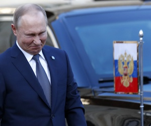 Russian President Vladimir Putin grimaces as he arrives at the Elysee Palace Monday, Dec. 9, 2019 in Paris.