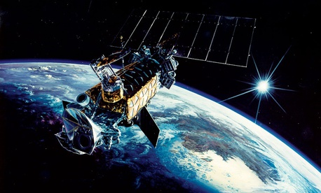 An illustration of a US military satellite, DMSP Block-5D2.