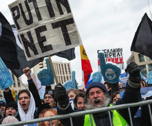 Demonstrators protest in Moscow in March 2019 against a soon-to-be-passed law that requires various internet traffic to pass through servers that can be surveilled by government officials.