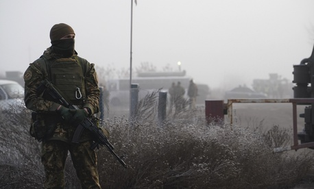A Ukrainian soldier guards an area during war prisoners exchange near Odradivka, eastern Ukraine, Sunday, Dec. 29, 2019.